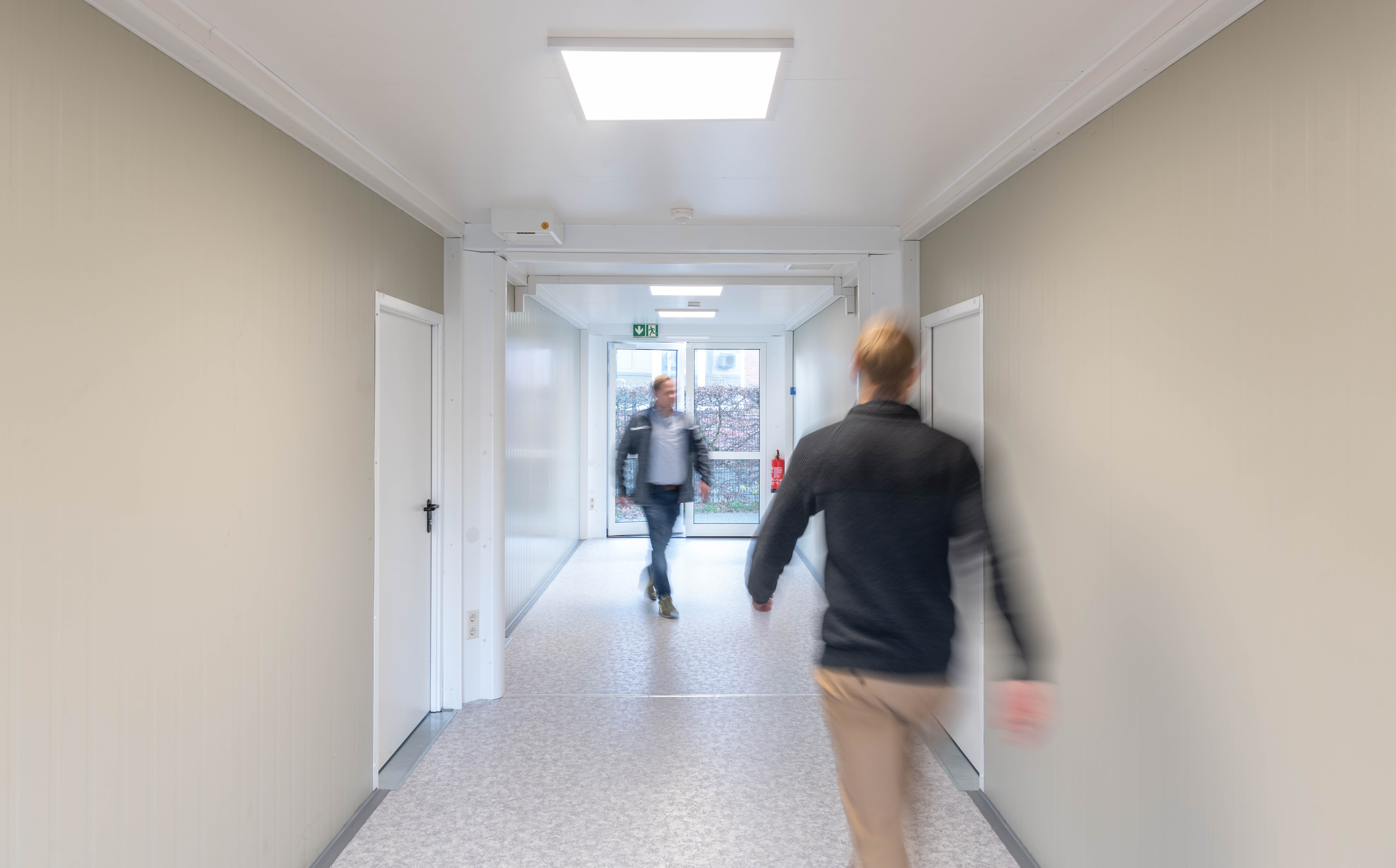 Spacious corridors made of ELA quality all-rounders connect the classrooms.
