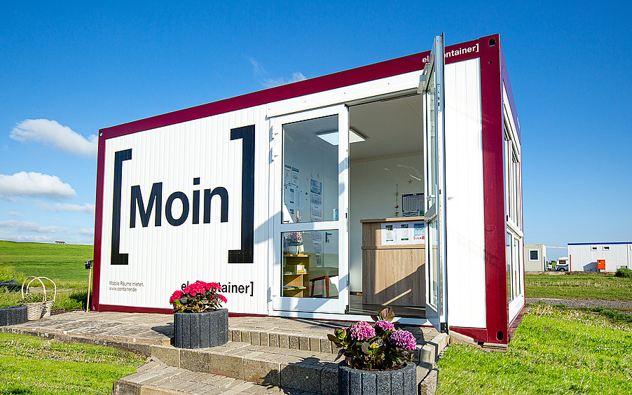 Seasonal industries particularly benefit from the mobile ELA room containers, which can be flexibly set up.