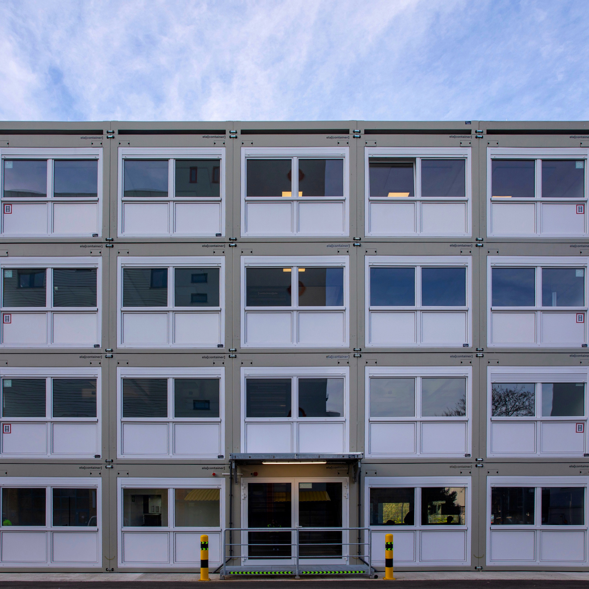 Four-storey office complex for industrial customers
