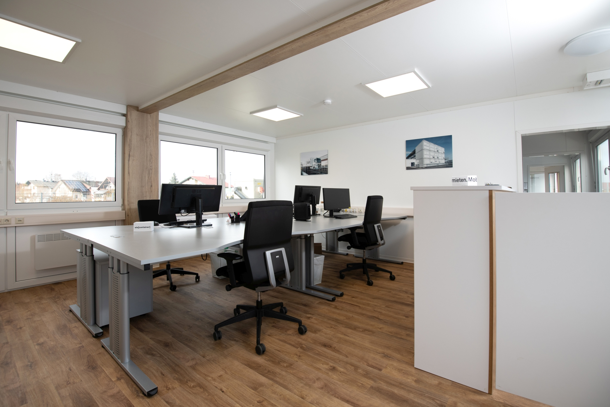 The three-metre-wide premium modules also serve as bright and friendly office spaces for ELA employees in Austria.